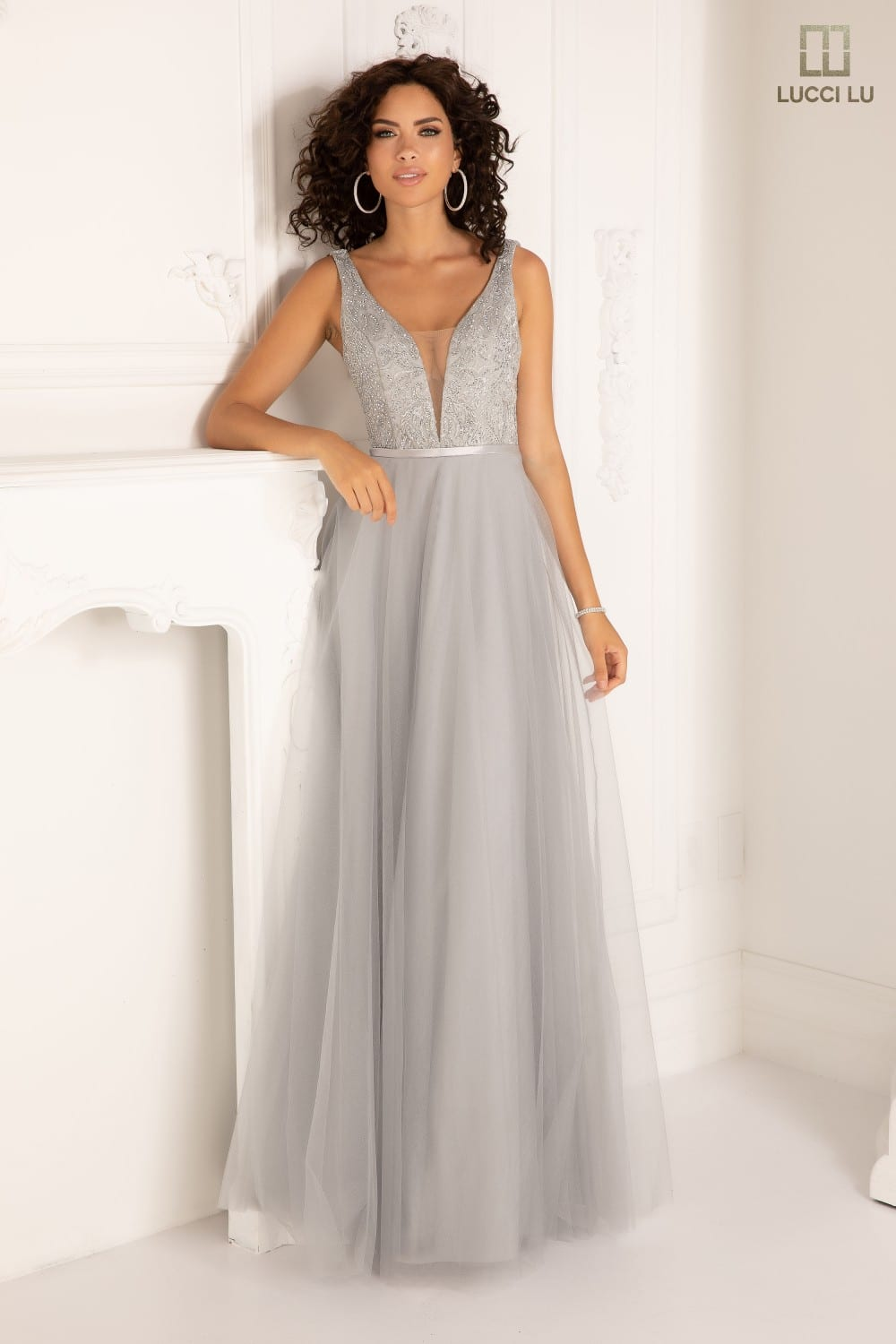 Embroidered top, shimmer tulle, plunging neckline front and back, belt, ballgown